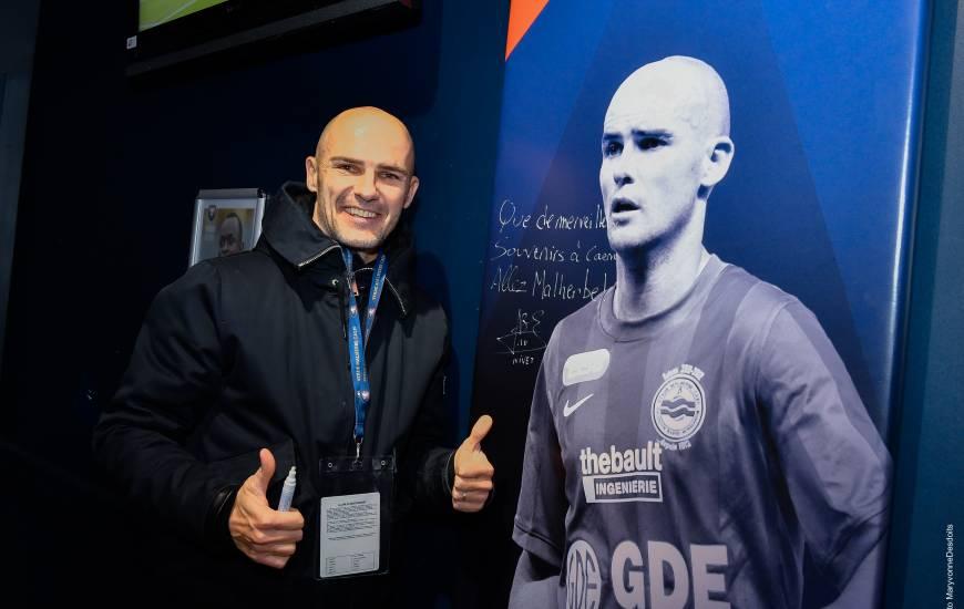 Benjamin Nivet a pu signer son tableau présent au salon des légendes du stade Michel d'Ornano