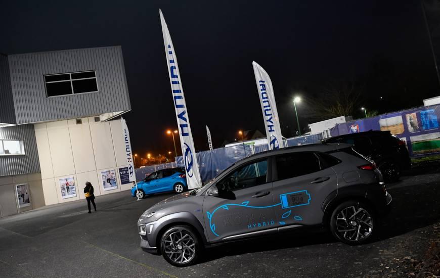 Plusieurs véhicules Hyundai étaient exposés dans l'espace hospitalités du Stade Michel d'Ornano