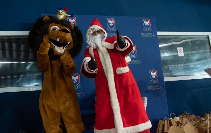 Ambiance fêtes de Noël dans les tribunes du stade Michel d'Ornano à l'occasion du dernier match de l'année 2019