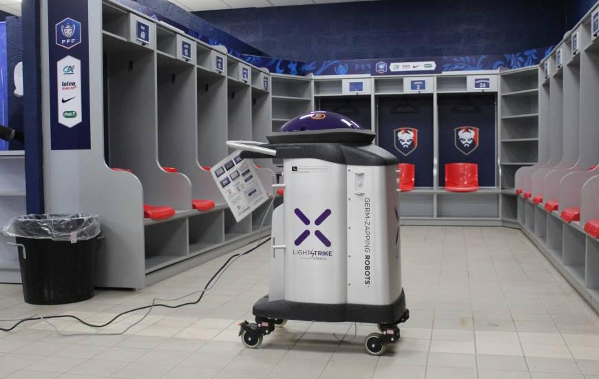 Grâce à sa machine, UV Flash Services a pu notamment désinfecter le vestiaire du Stade Malherbe Caen en fin de matinée